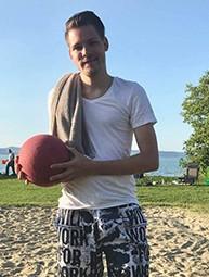 Kovács Benjamin egy labdával
