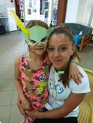 Piti Viven egy kisgyermekkel